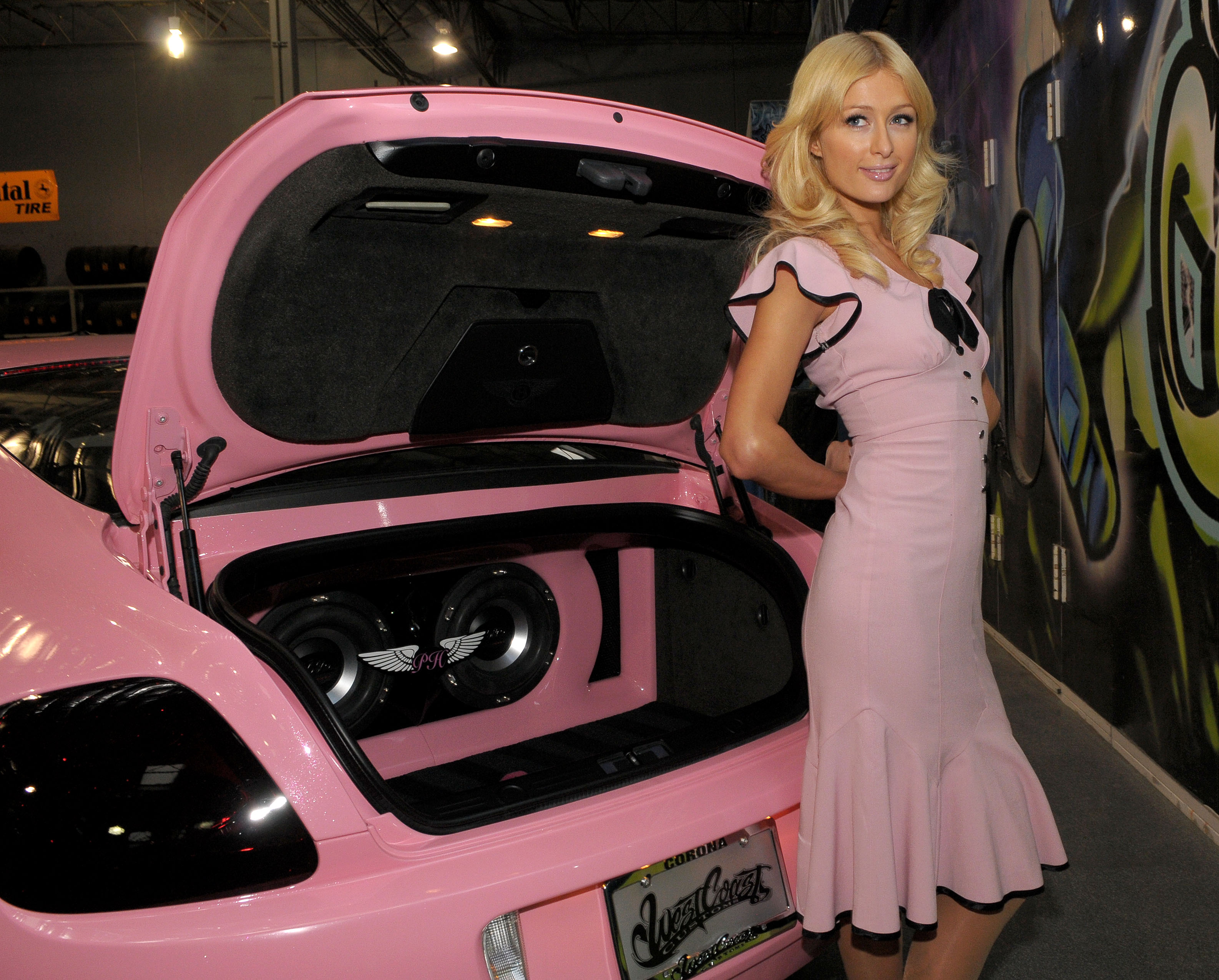 14547_paris_hilton_custom_bentley_presentation-6_122_210lo