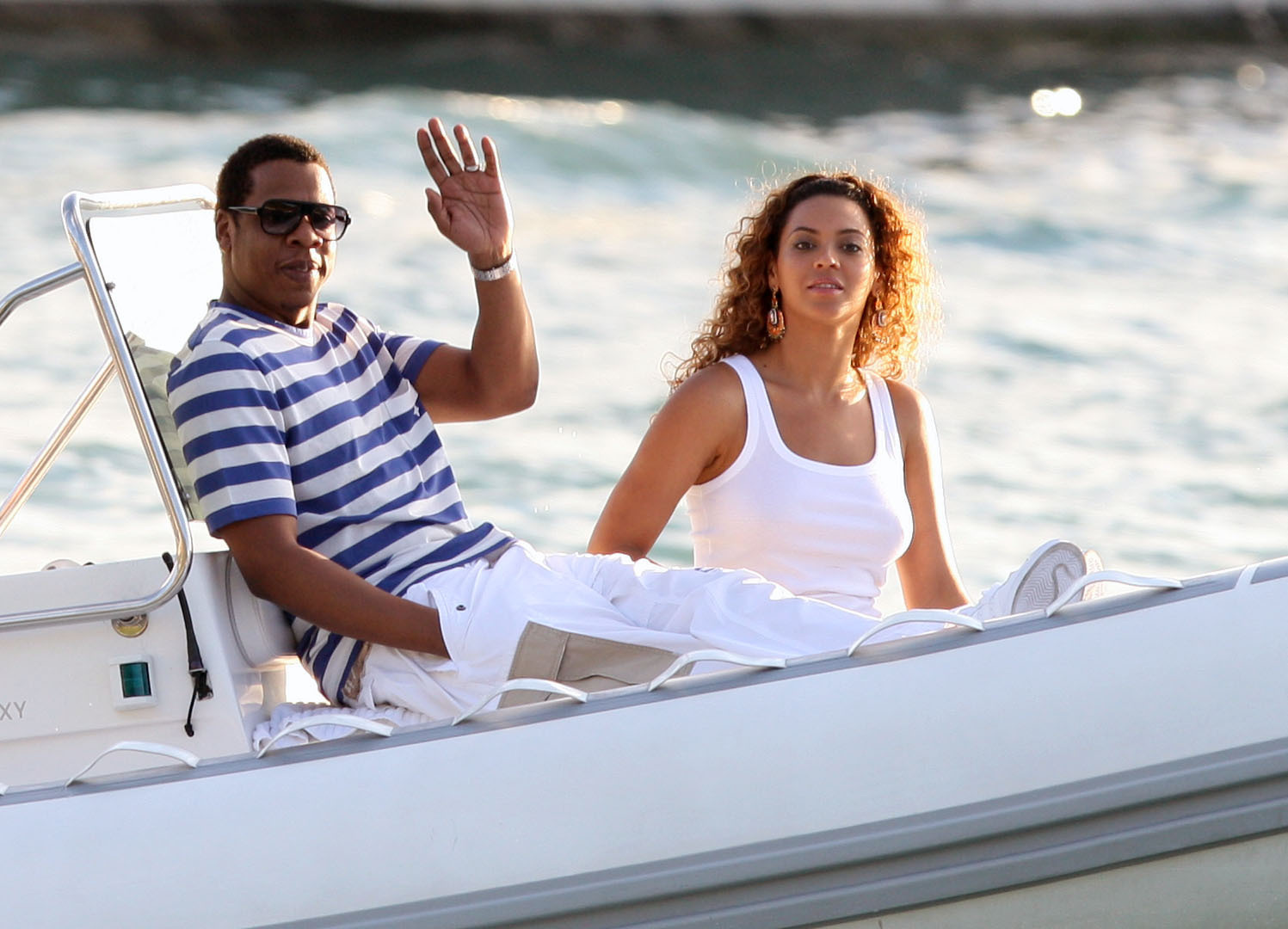 http://www.upscaleswagger.com/wp-content/uploads/2009/01/beyonce-and-jay-z-visit-st-barts.jpg