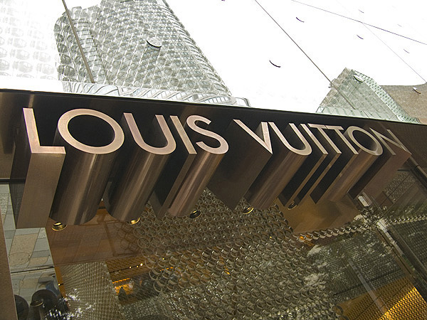 louis-vuitton-store-sign