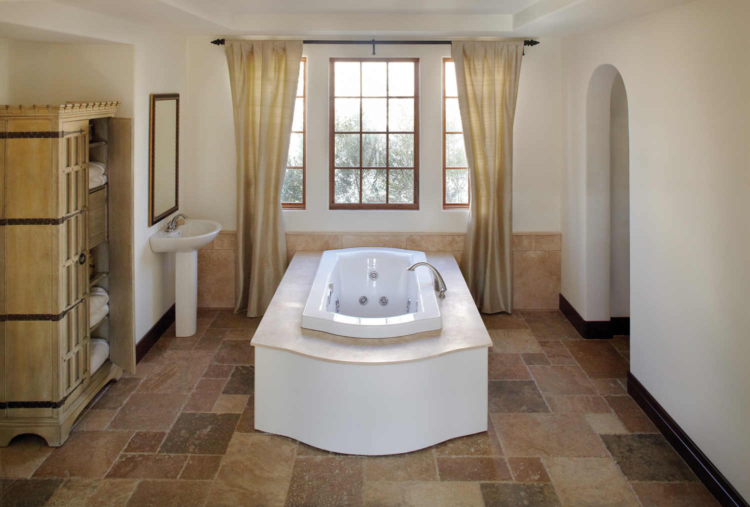 New Hydrotherapeutic Jacuzzi Luxury Baths